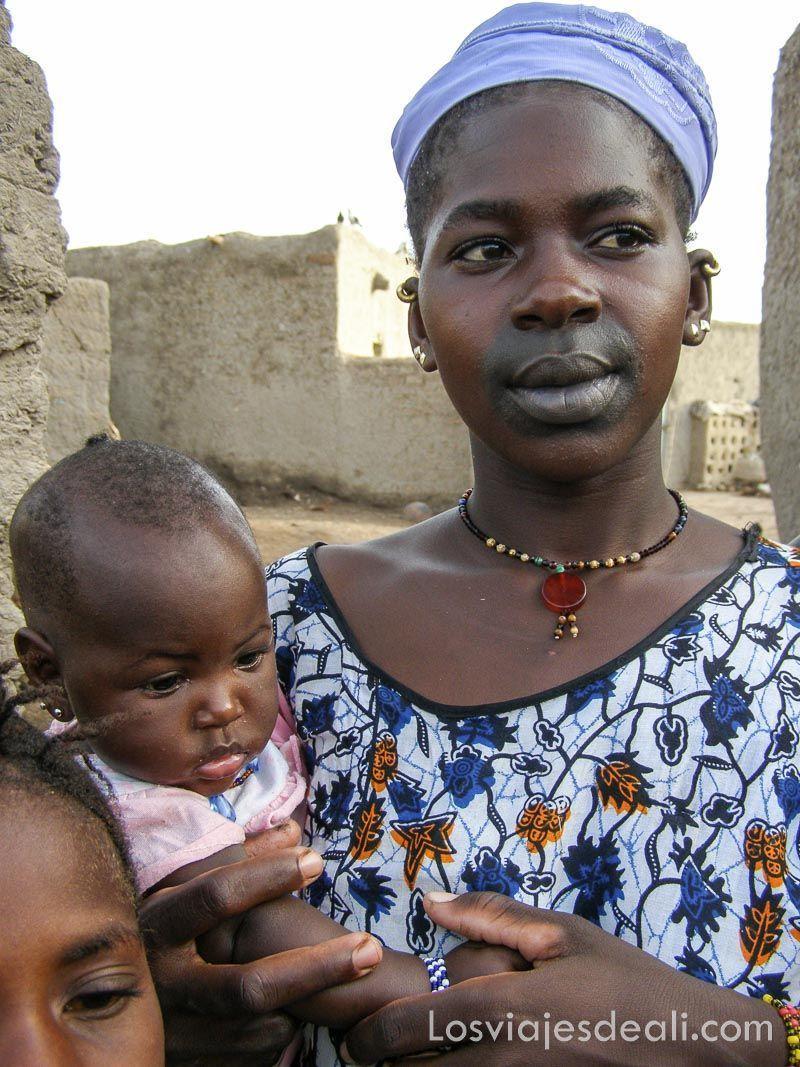 mujer de un pueblo del río niger