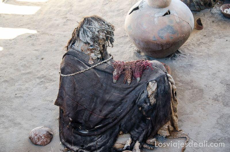 momia de chauchilla en el desierto de Nazca Perú