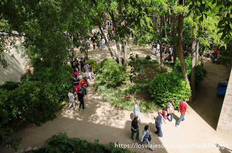 vista del jardin des alemanis de girona desde una torre temps de flors