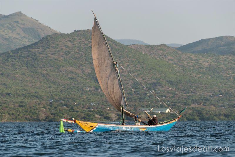 LAGO VICTORIA barca luo