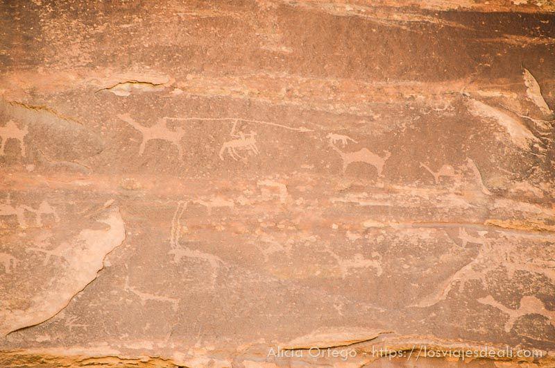 arte rupestre en desierto de wadi rum
