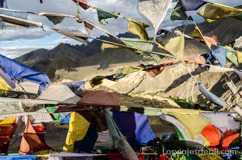 banderas de oración de lamayuru