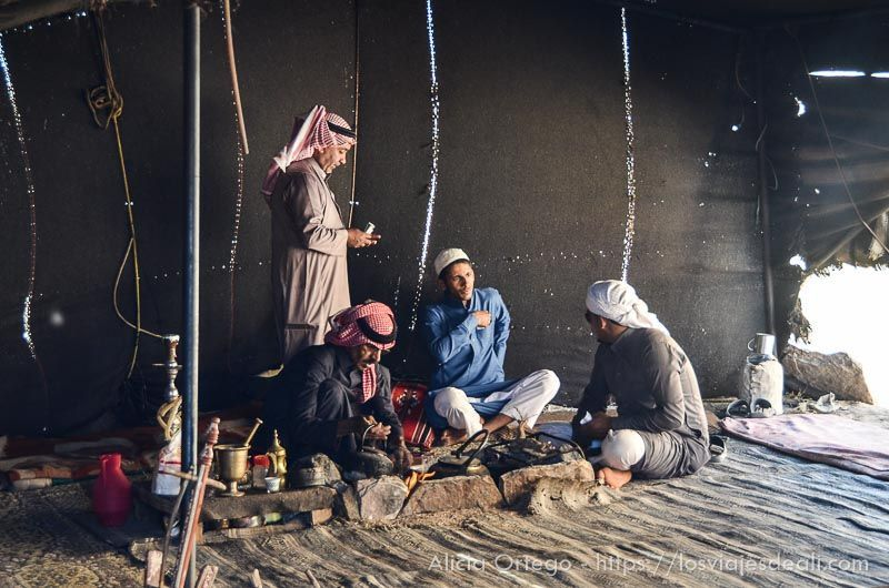 hospitalidad beduina en el desierto de wadi rum