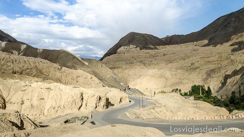 lamayuru valle de la luna carretera