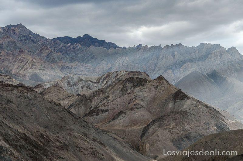 montañas del monasterio de lamayuru