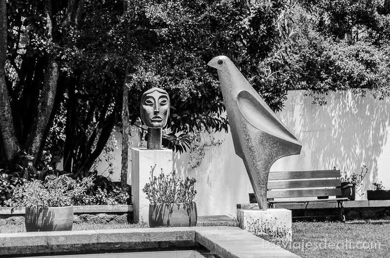 esculturas en el museo de guayasamín