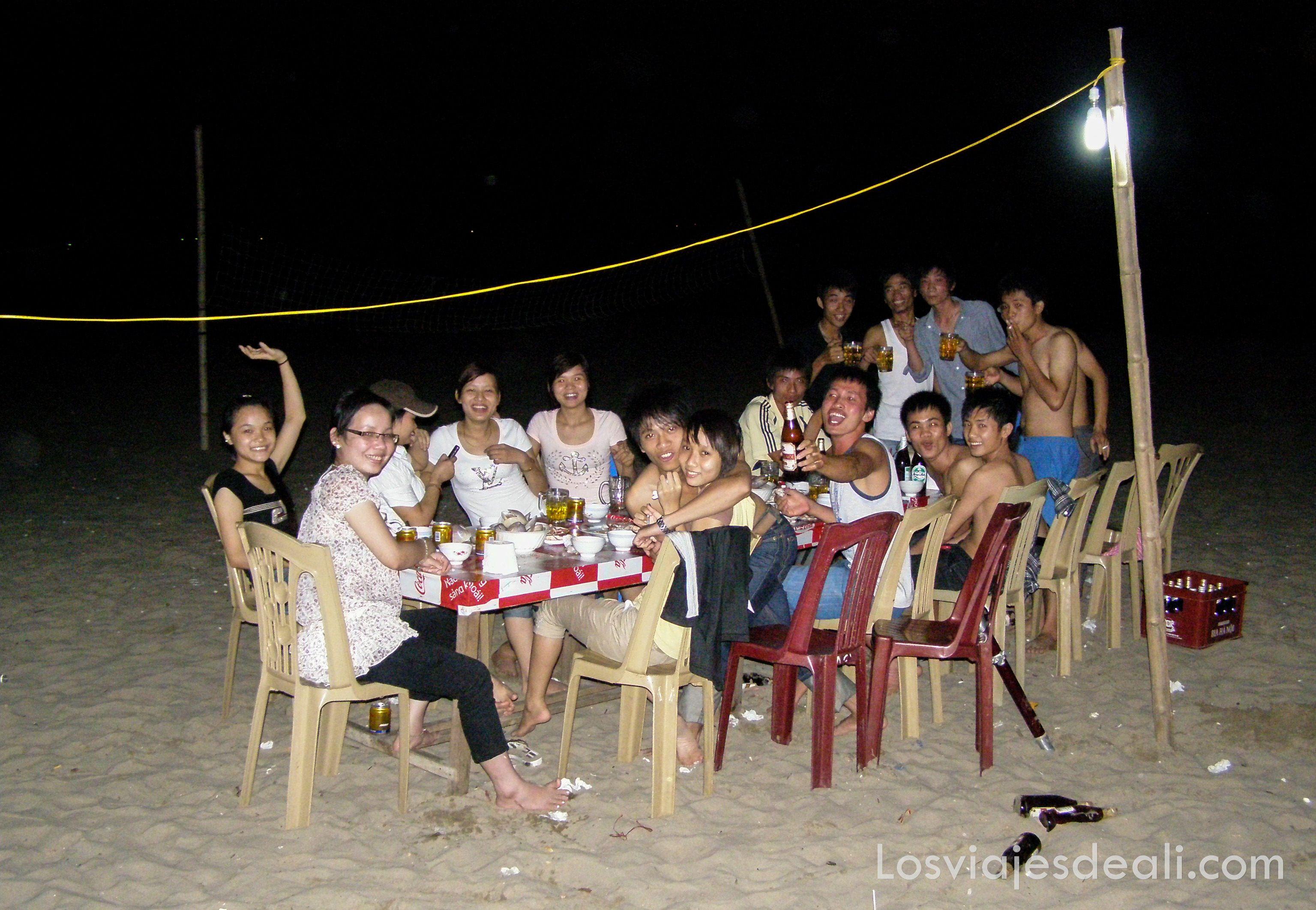 fiesta en la playa de Hoi An