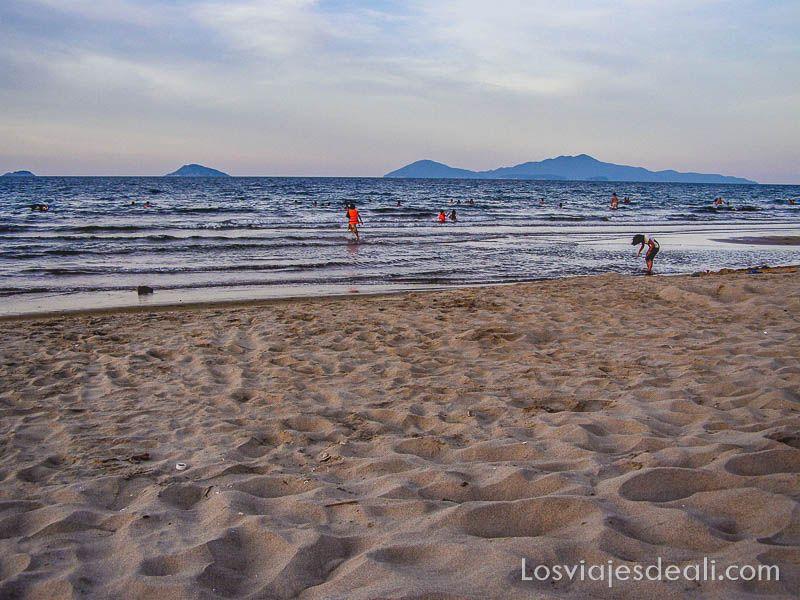 atardecer en la playa de Hoi An