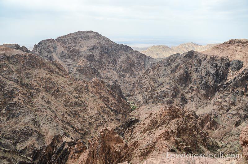 montañas que rodean al monasterio de petra