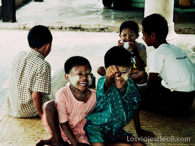 myanmar niños