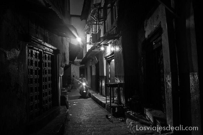 stone town de noche