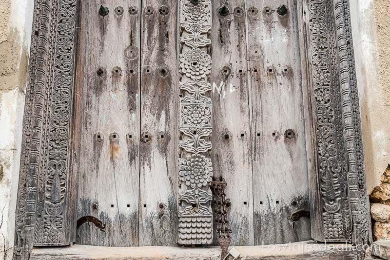 stone town puerta antigua