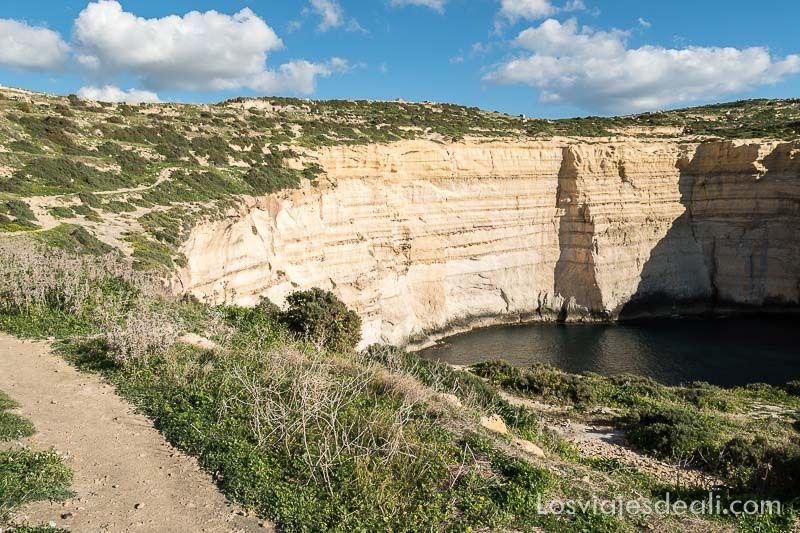 ruta por los acantilados de gozo caminando