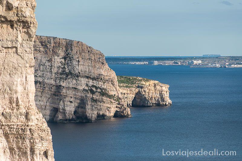ruta por los acantilados de gozo ta cenc cliffs