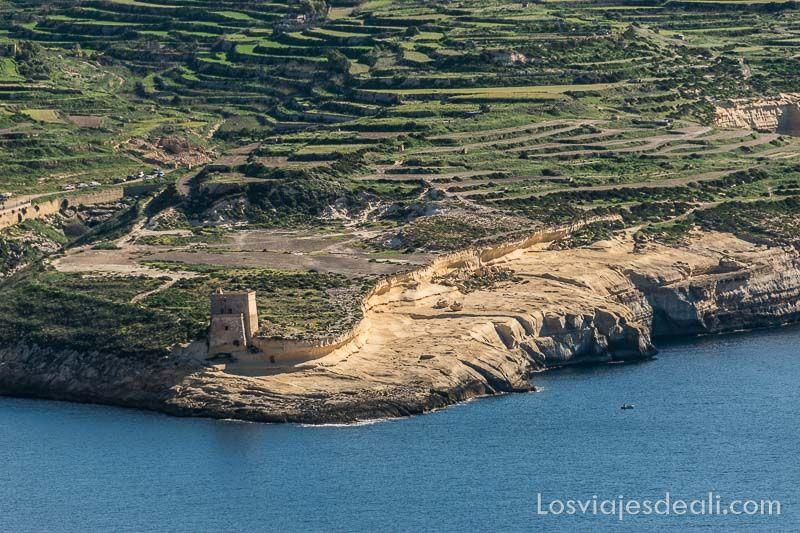 ruta por los acantilados de Gozo torre de Xlendi