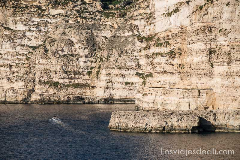 ruta por los acantilados de gozo xlendi cliffs