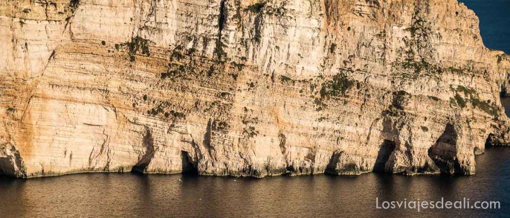 ruta por los acantilados de gozo
