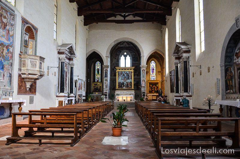 san gimignano interior iglesia