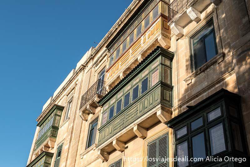 balcones de La Valeta puertas y ventanas del mundo