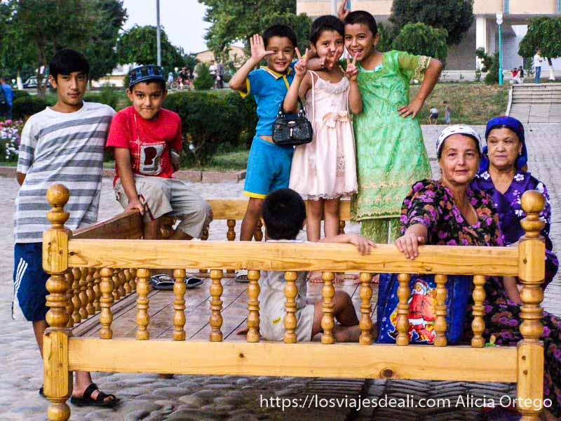 familia uzbeka en Samarcanda