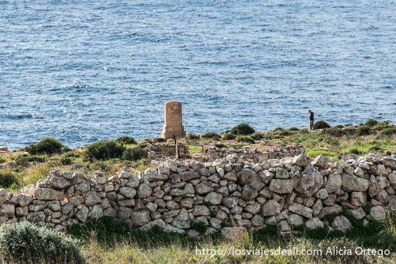 arqueologia en malta tumba en el acantilado