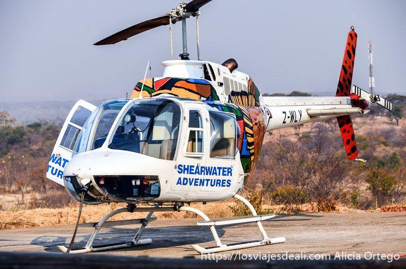 vuelo sobre las cataratas victoria helicóptero