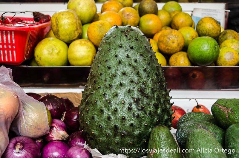 dos días en quito frutas en mercado central