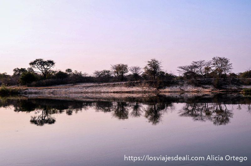 atardecer en río kavango cerca de Rundu