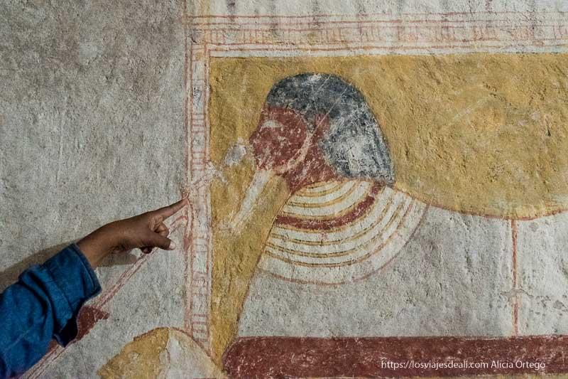 pintura de una esfinge con cabeza humana en las tumbas de El Kurru cerca de Karima