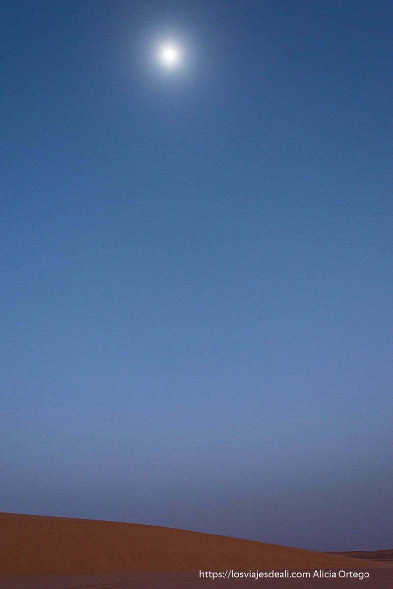 luna llena en el desierto de Sudán