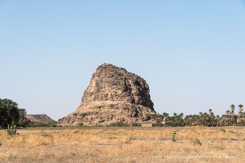montaña de Nauri cerca de la tercera catarata del Nilo
