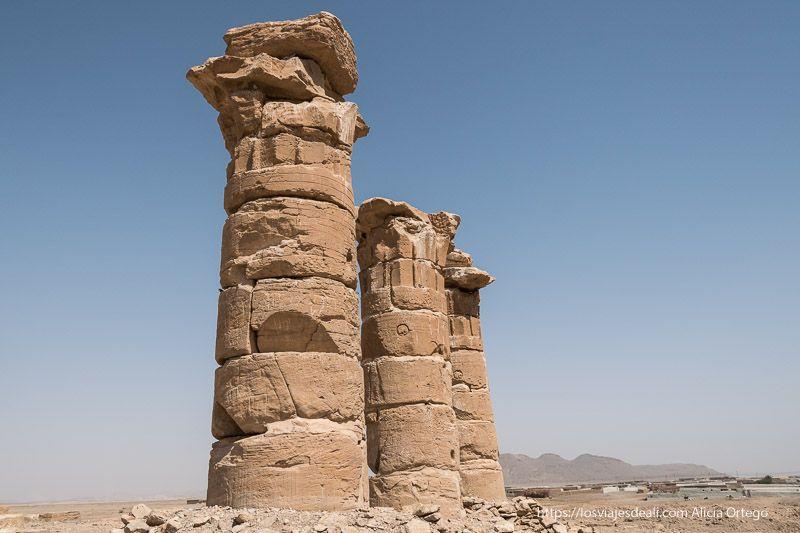 las tres columnas del templo de sesibi en sudán