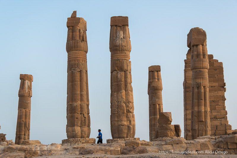 columnas con forma de papiro en el templo de soleb de Sudán