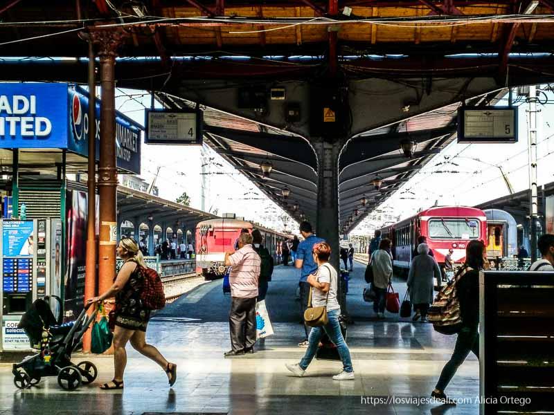 estación tren Bucarest en primeras impresiones de un viaje a Transilvania