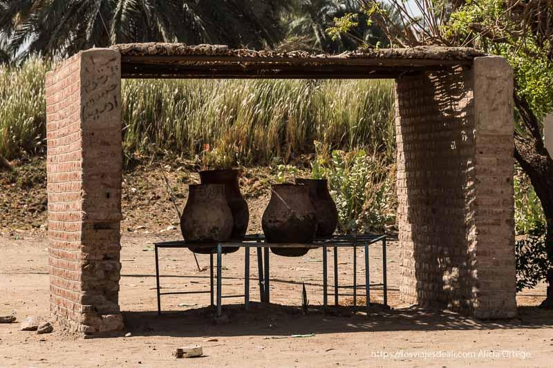 tinajas para beber agua en Tombos Sudán