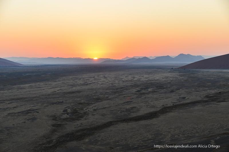 amanecer en la duna 45 de Namibia