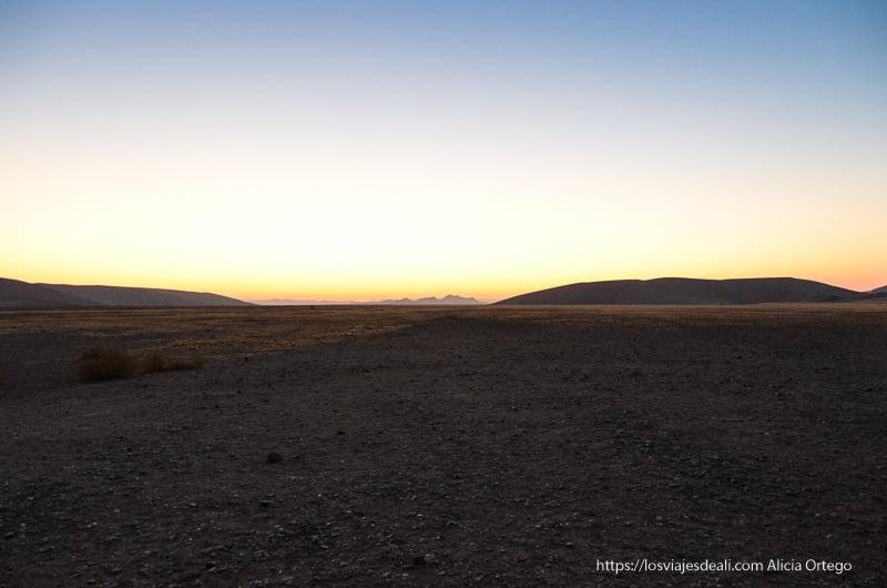 paisaje del amanecer en duna 45 namibia