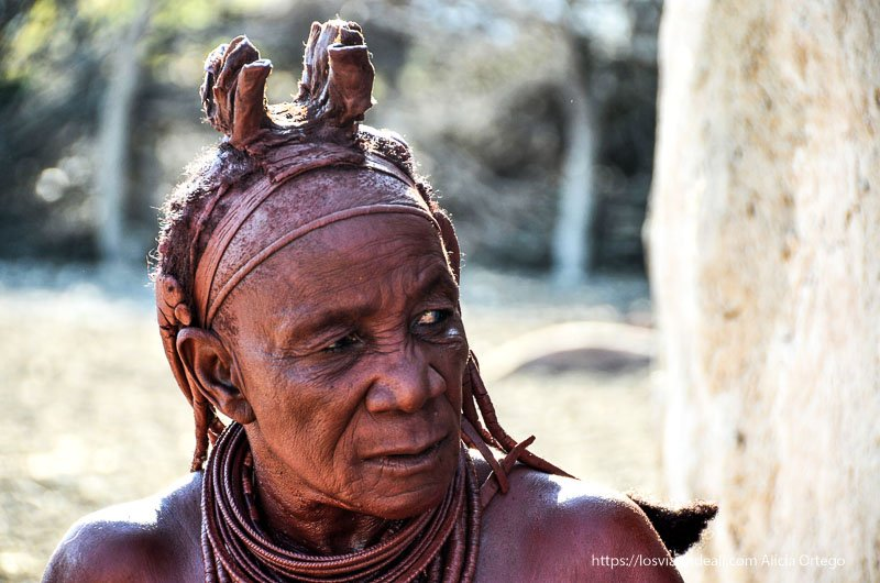 anciana himba en Namibia