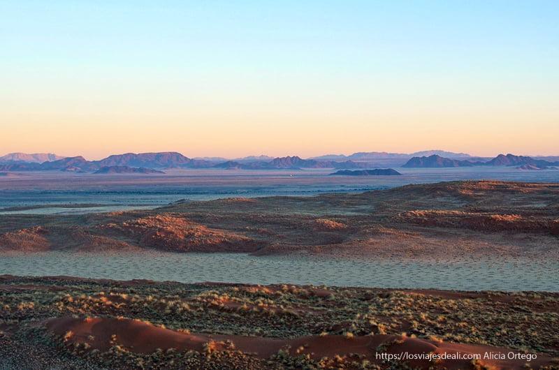 desierto en tonos azules y morados en desierto del Namib