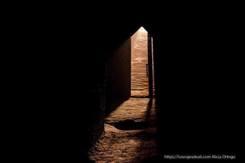 puerta del interior de pirámide en El Kurru