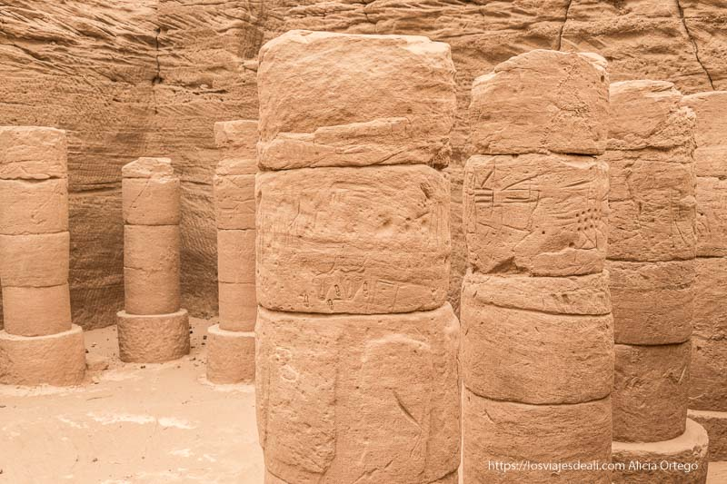 columnas del templo de El Kurru cerca de Karima