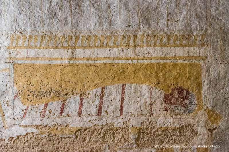 representación del faraón en su sarcófago en una tumba de El Kurru en Sudán