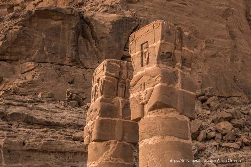 columnas con capiteles de la diosa Hathor