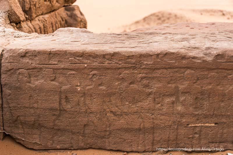 relieve de una fila de esclavos en Karima