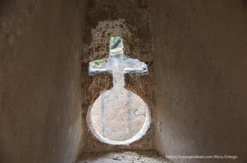 detalle de murallas del castillo de coca pueblos de segovia