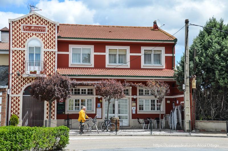 fachada del restaurante la muralla en Coca Segovia