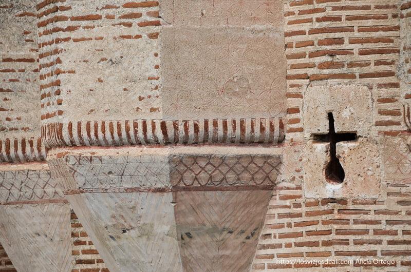 detalle murallas del castillo de Coca