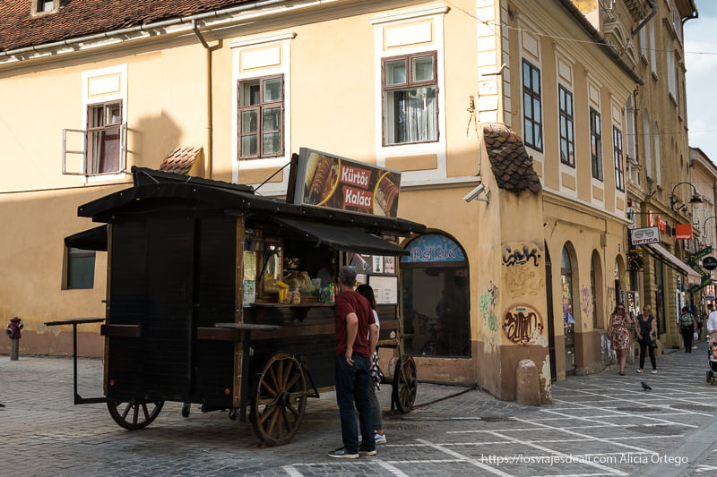 puesto de dulce Kürtós en Brasov