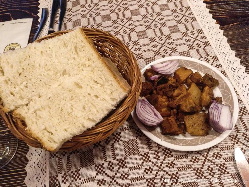 restaurante rumano tapa de torreznos