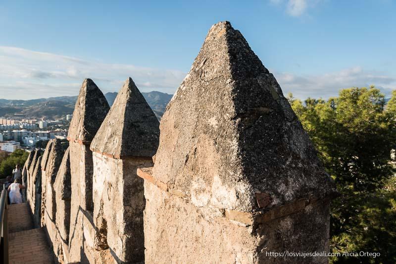 almenas árabes en el castillo de gibralfaro visitas imprescindibles en Málaga